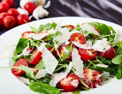 Insalata rucola mozzarella e pomodorini